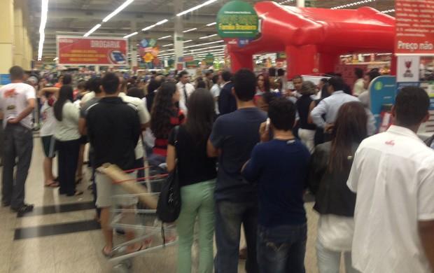 fila_supermercado_leomoura_gabriel_cahemota_15